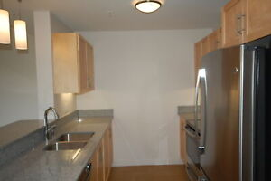 Beautiful Avonhurst Garden 2 Bed w/ Den, 6 Appliances! AVAIL May