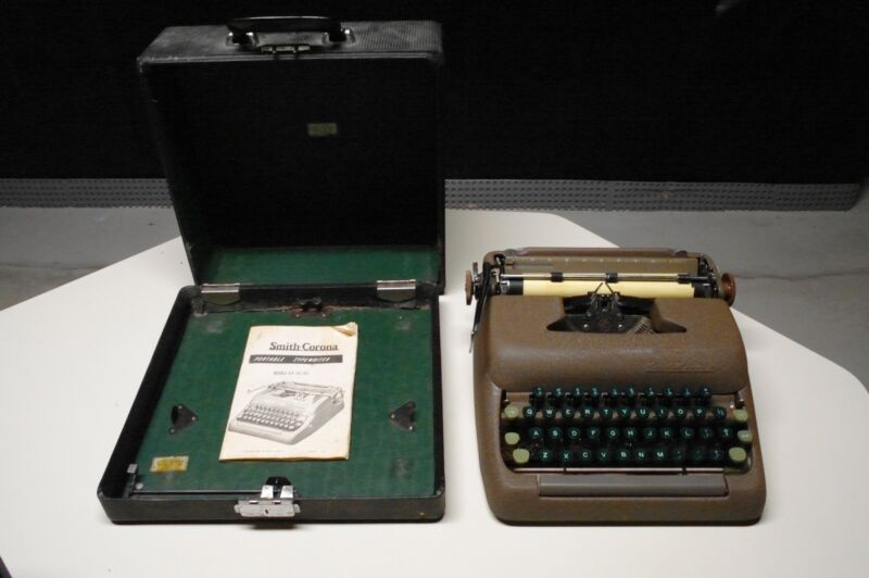 SMITH & CORONA TYPEWRITER SILENT SUPER 5 MADE IN USA vintage antique 1949-1958
