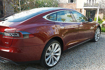 2012 Tesla Model S SIGNATURE PERFORMANCE 2012 SIGNATURE RED PERFORMANCE WITH EXTENDED WARRANTY - MINT CONDITION