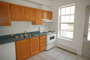 Beautiful 3 Bedroom on Robie St! Available Dec 1st!