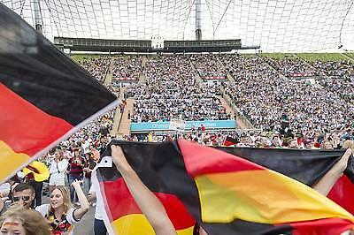 Super Stimmung beim Public Viewing im vollbesetzten Olympiastadion. Hoffentlich auch in diesem Jahr. (Foto: Imago)