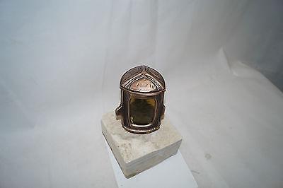 Grablampe, Grablaterne aus Bronze mit gebrauchtem Sockel