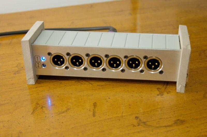 Ultra Compact XLR Splitter (1x12), for Telex/RTS Intercom w/ power LED