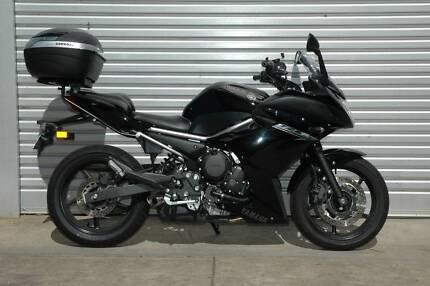 Yamaha FZ6R, 6 month warranty, full power, very low km, top box