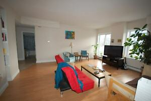 Fantastic 2 Bed+Den @ Hillside Suites on South St! AVAIL OCT