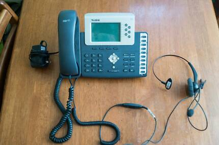 Yealink IP Phone SIP-T28P with Headset