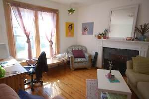 Great Location  2 Bed/1 Bath , Windsor St.! AVAIL April