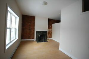 Fantastic 1 Bed/1 Bath, on Mitchell Street !AVAIL March