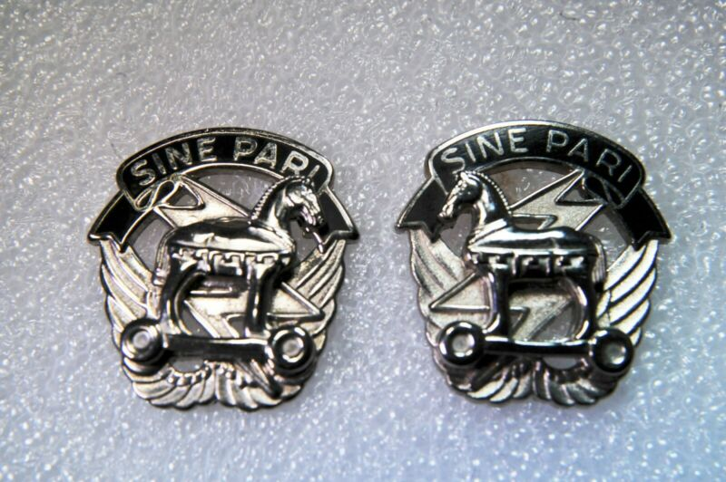 Vintage  U.S. Army Special Operations  Command  Sine Pari Pin - Pair and spare