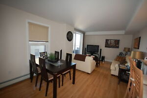 Large 1 Bed+Den @ the W Suites with 5 Appl!February