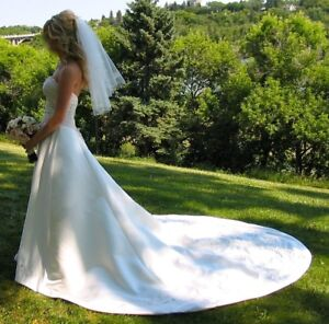 Size 4 Ivory Wedding Gown-Accepting All Offers