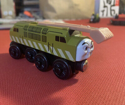 Thomas and Friends: Diesel 10 Wood Train W/ Retractable Claw & Furthest Turning