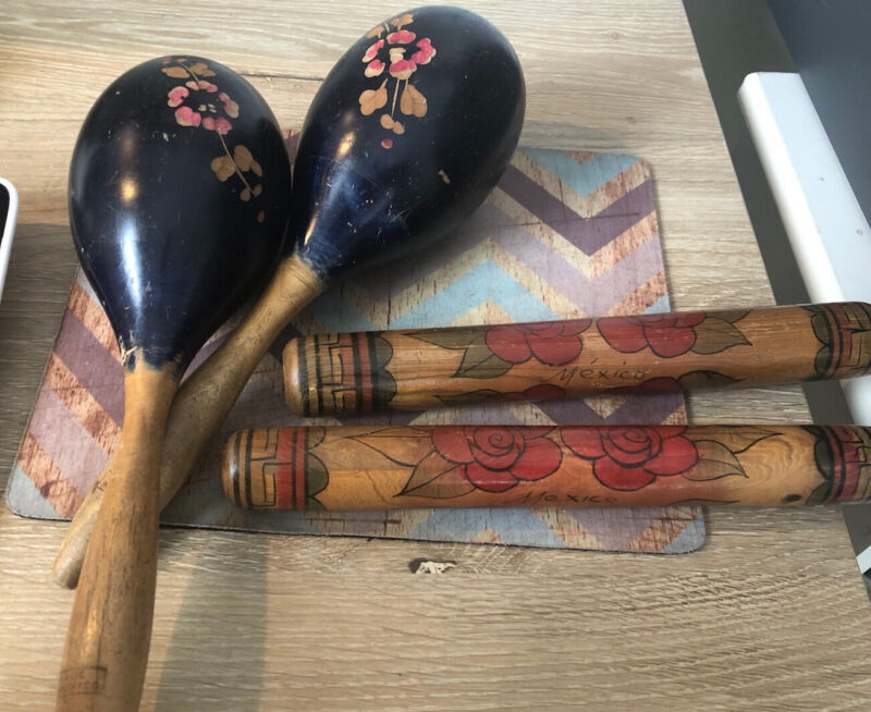 vintage hand painted 2 maracas & 2 claves Mexico