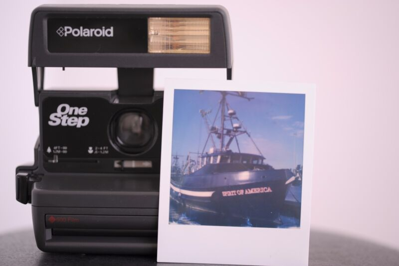 Polaroid One Step 600 Instant Camera Film Tested and Working Great