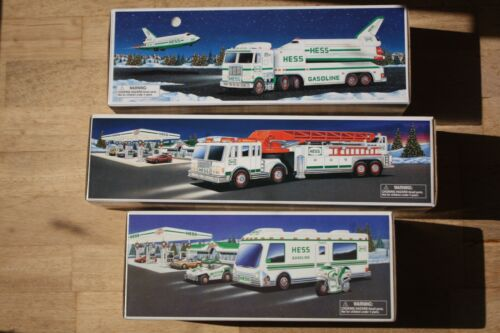3 HESS TRUCKS 1998, 1999, 2000 NIB Lot