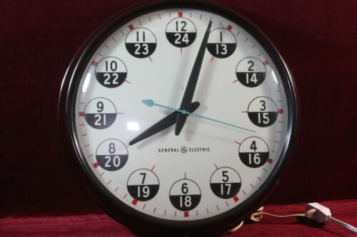"""** VINTAGE GENERAL ELECTRIC 12/24 HR WALL CLOCK 17"""" WORKING A+ COND BAKELITE **"""