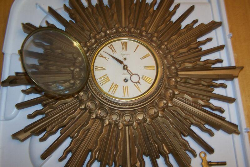 VINTAGE SYROCO 8 DAY JEWELED WIND UP SUNBURST CLOCK W/KEY WOOD MID-CENTURY WORKS