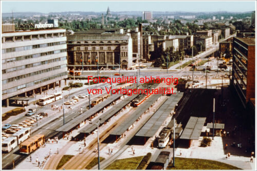Foto DDR,Karl-Marx-Stadt, Zentralhaltestelle, Ikarus Kraftverkehr Bus, Roman Lkw