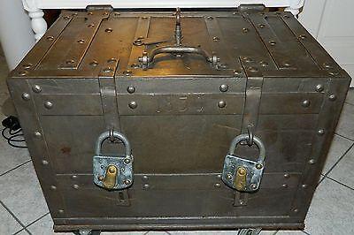 Antik Tresor Geldtransportkiste Anno 1830 Postkutschentruhe Militärtruhe Metall