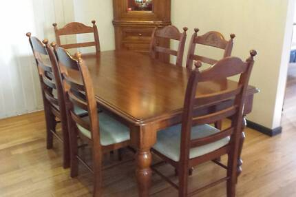 Solid timber dining table and 6 chairs, very good condition! Sans Souci Rockdale Area Preview