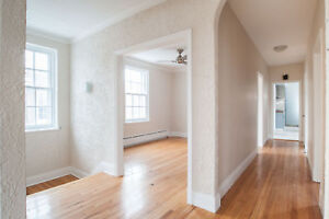 7½ Renovated Upper Duplex 1895$ Available August 1st