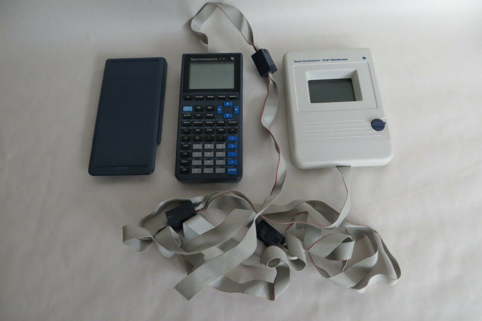 TI-81 TEXAS INSTRUMENTS GRAPHING CALCULATOR WITH VIEWSCREEN TESTED VIEW SCREEN