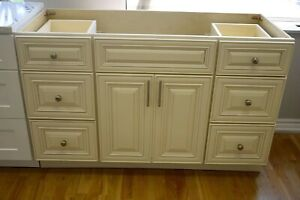 Kitchen cabinet and bathroom vanity