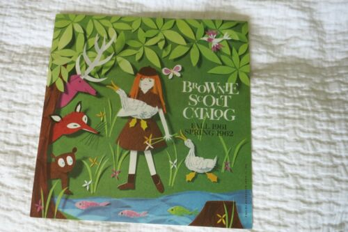 Vintage GIRL SCOUT BROWNIE CATALOG 1961 1962 Uniform Insignia Recognitions EXC