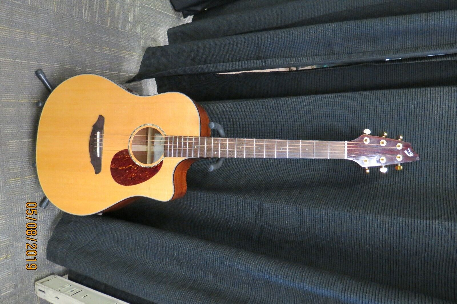 BREEDLOVE AD25/SM ACOUSTIC ELECTRIC GUITAR WITH HARDCASE - $599.00