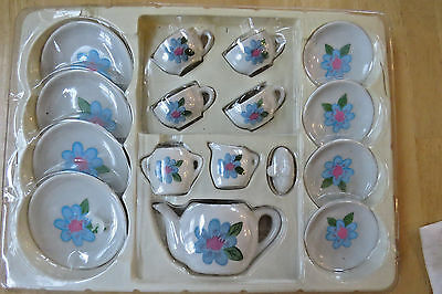 VINTAGE 17 Piece SERVES 4 BLUE Flower ON WHITE Porcelain Tea Kitchen Playset