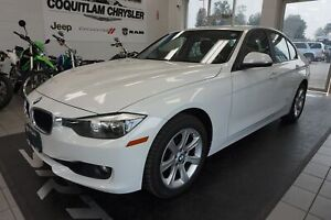 2013 BMW 3 Series 328i Xdrive- LEATHER, ALLOY WHEELS, SUNROOF!!