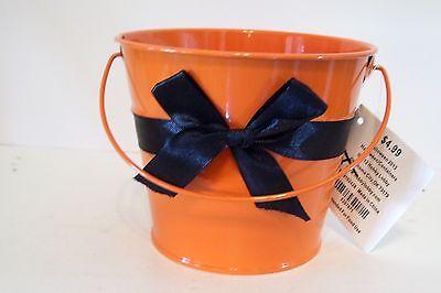 Halloween Treat Gift Baskets (ORANGE METAL BLACK BOW HALLOWEEN CANDY BUCKET DECORATION TRICK TREAT FALL)