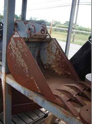 18 Excavator Bucket With Teeth 32mm X 6