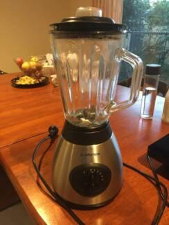 juicer/ juice extractor/blender in great condition