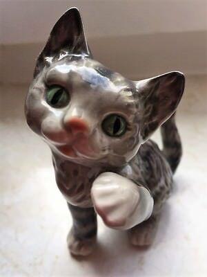 Goebel Katze Porzellan, grau mit grünen Augen! Rotes Näschen 10,5 cm Hoch