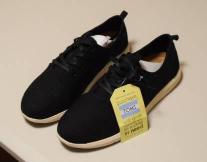 Toms Unisex Black Shoes Size 8.5