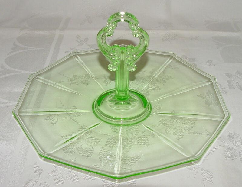 "PERFECT Vintage Green Cambridge ""DECAGON"" Center-Handled PLATTER!"