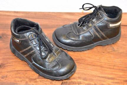 CLARKS Black Leather Boots - Size 10 (Toddler) - EUC
