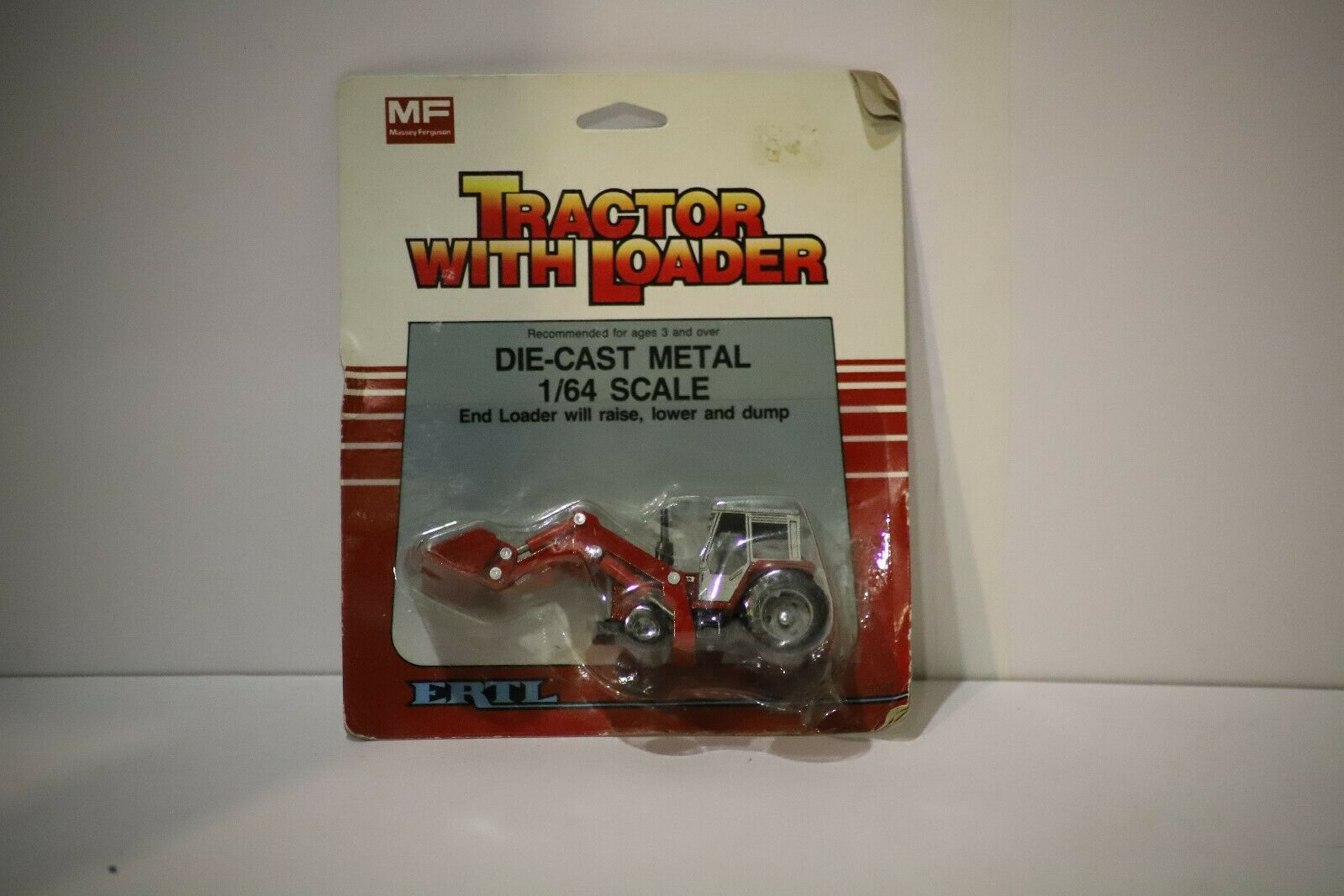 ERTL 1/64 MASSEY FERGUSON TRACTOR WITH LOADER #1125 w Free ship!