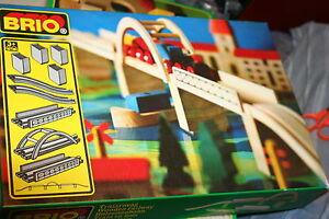 NIB-BRIO-VINTAGE-WOODEN-RAILWAY-SET-fits-WOODEN-TRAIN-TRACK
