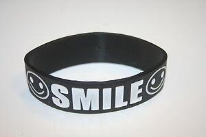 SMILE-BLACK-WHITE-LETTERS-THICK-FASHION-SILICONE-TEXT-BAND-BRACELET-WRISTBAND