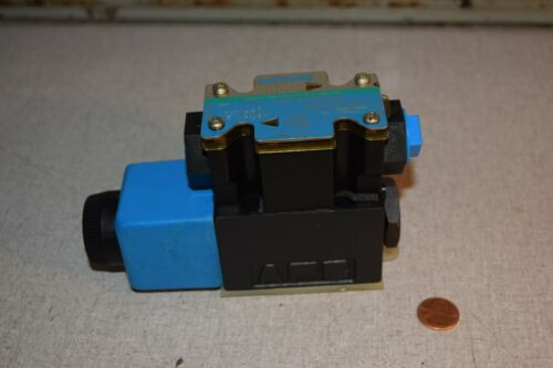 Vickers DG4V-3S-2A-M-FW-B5-60 Hydraulic Directional Control Valve 02-101731