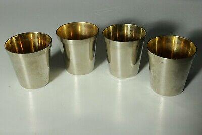 4 kleine Metallbecher, innen leicht vergoldet.