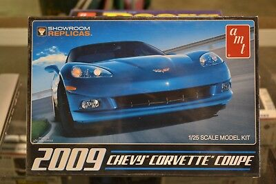 AMT-685 2009 Chevy Corvette Coupe 1/25 Scale Model Kit - NEW