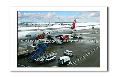 Mounted Aviation Print   Jet2 Com 757 At Luton  8 X 10 Inch