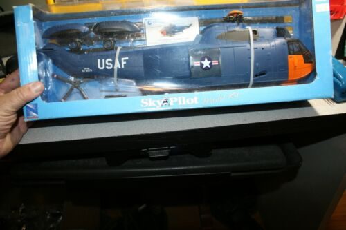1:32 toy helicopter Sky pilot Sikorsky USAF SH-3 SEA KING  New Ray Toys