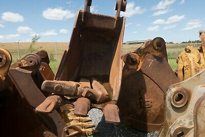 Used 30 Esco Komatsu Pc300 Excavator Bucket W Rock Rippers