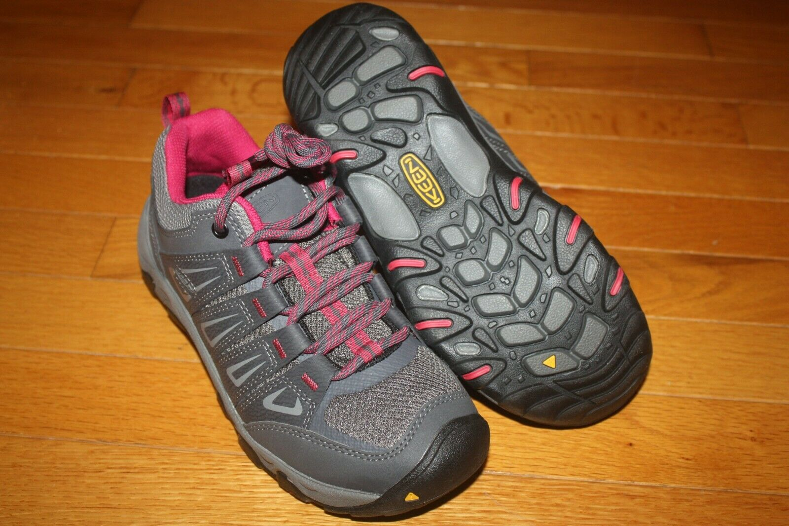 New In Box KEEN Womens Oakridge Waterproof Hiking Shoes 1015364 SHIP FREE US