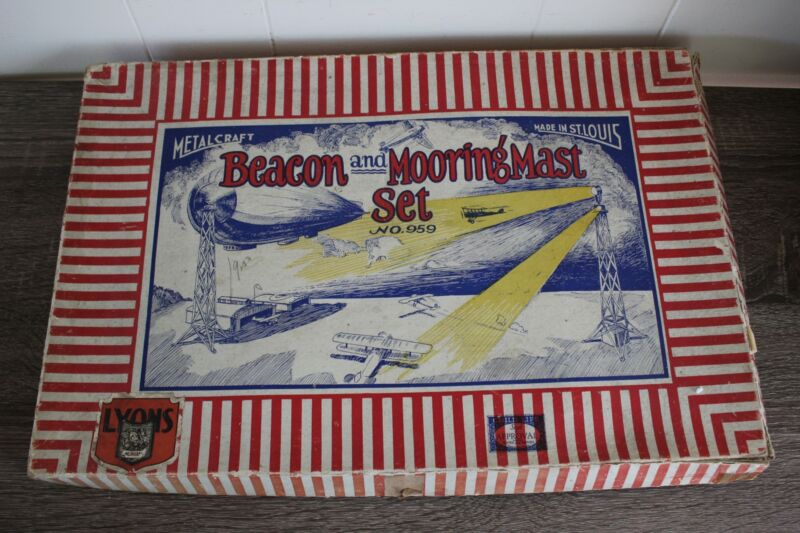Antique METALCRAFT BEACON AND MOORING MAST SET 959 Toy With original Box