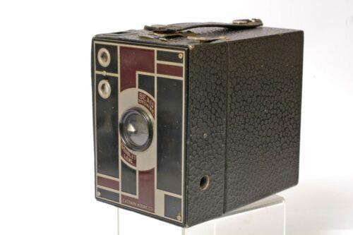 F90232~ Art Deco No. 2 Eastman Kodak Beau Brownie Camera – Black & Maroon